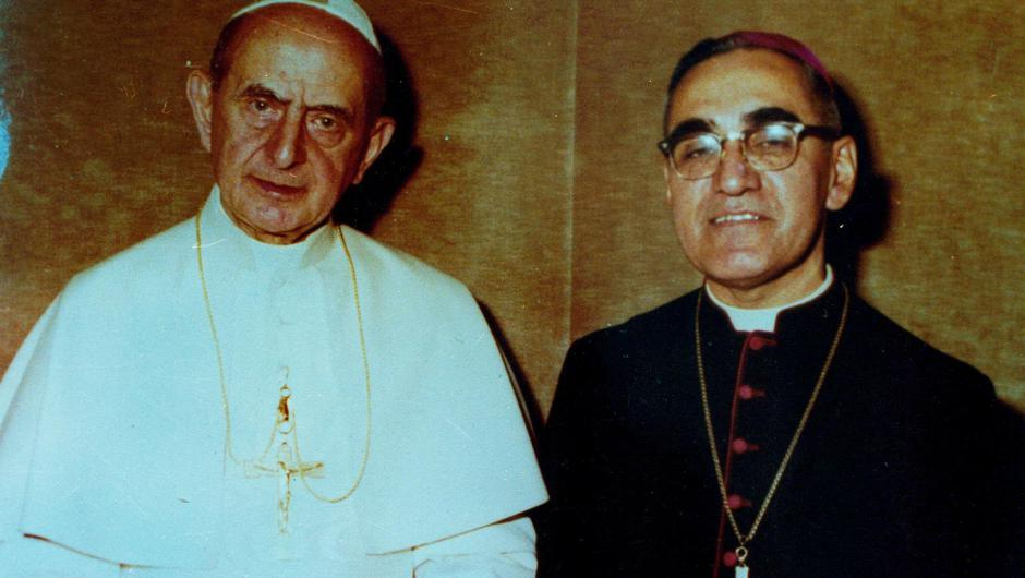 Pope_Paul_VI_and_Óscar_Romero